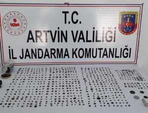 Artvin'de jandarma ekipleri 690 adet sikke ele geçirdi