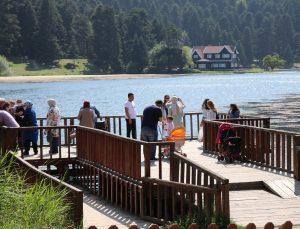 Gölcük Tabiat Parkı hafta sonunda tatilci akınına uğradı