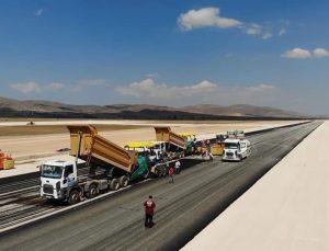 Gümüşhane-Bayburt Havaalanında pistin asfaltlama işlemine başlandı
