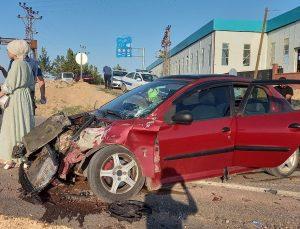 Kamyonet ile otomobil çarpıştı: 4 çocuk yaralı