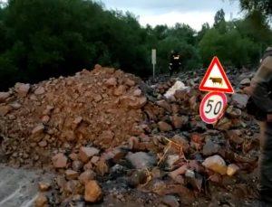 Kars'ta sağanak sele yol açtı: Evleri ve yolları su bastı