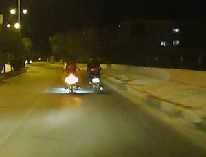 Motosikletli sürücülerin tehlikeli muhabbeti kamerada