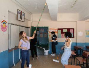 Okullar Şırnaklı kadınların ellerinden renklendi