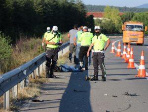 TEM'de bariyerlere çarpan motosiklet sürücüsü hayatını kaybetti