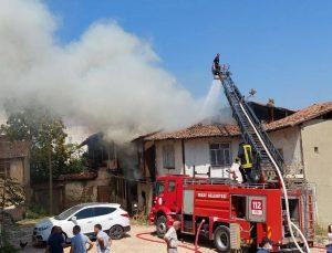 Tokat'ta 2 katlı ev alevlere teslim oldu