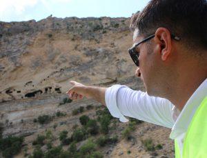 Tunceli'nin dikkat çeken kaya konutları 'İn delikleri' için ilk adım atıldı