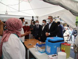 Vali Ekinci, aşı uygulama noktasında vatandaşlarla bir araya geldi
