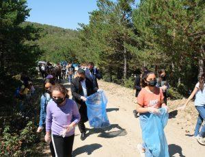 Yangına sebebiyet verebilecek maddeler ormanlık alanlardan temizleniyor