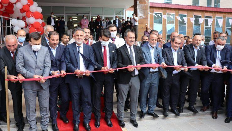 100 yataklı Ahlat Devlet Hastanesi'nin yeni hizmet binası törenle açıldı