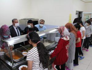 Ağrı Milli Eğitim Müdürü Kökrek, öğrencilerle akşam yemeğinde bir araya geldi