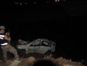 Araç köprüden aşağı düştü: 2 ölü, 1 yaralı