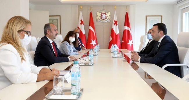 Bakan Gül, Gürcistan Başbakanı Garibashvili ile görüştü