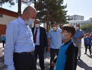 Başkan Çolakbayrakdar'dan yapımı devam eden okulda inceleme