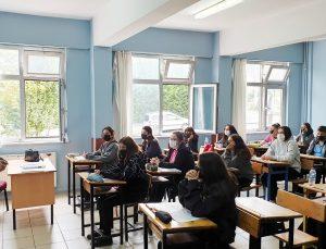 Başkan Şahin'den öğrencilere ziyaret