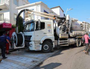 Belediye ekiplerinden su taşkınına karşı önlem