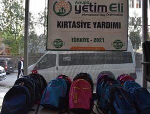 Bitlisli yetimlere kırtasiye yardımı