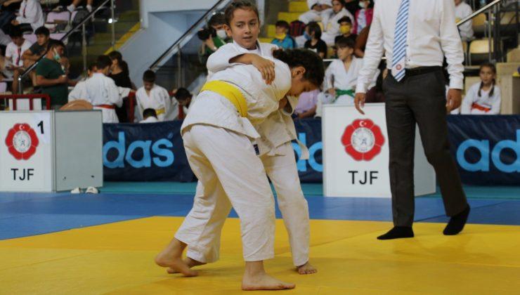 Çankırı'da judo turnuvası başladı
