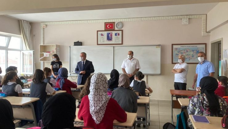 Çorlu İlçe Milli Eğitim Müdürü Erdoğan okullarda alınan tedbirleri inceledi