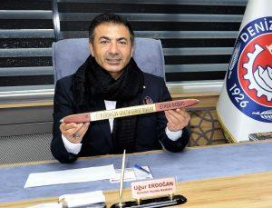 DTO Başkanı Erdoğan'a olan sevgisini el emeği eserine işledi