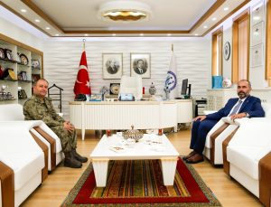 Garnizon Komutanı Tosun'dan, Rektör Türkmen'e ziyaret