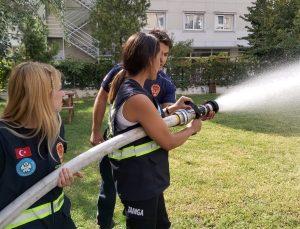 Gönüllü itfaiyecilerin eğitimi devam ediyor