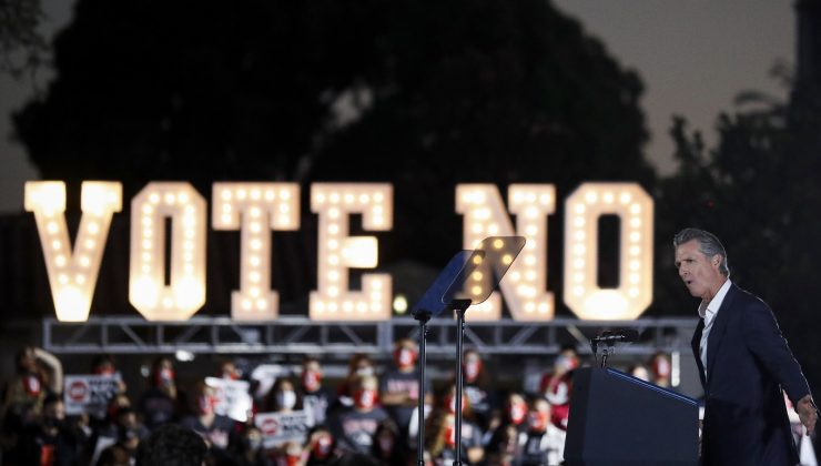 Görevden alınması için referandum yapılan Kaliforniya Valisi Newsom göreve devam edecek