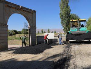 Hacı Hafız Mezarlığı yoluna sıcak asfalt döküldü