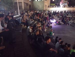 Hakkarililerin açık hava sinema keyfi devam ediyor