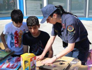Jandarma Genel Komutanlığı, çocuklara oyuncak dağıttı