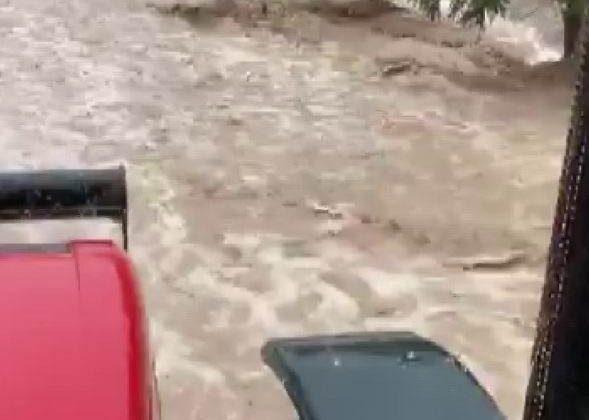 Karaman'da sel suları köyü dereye çevirdi