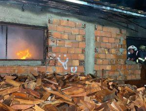 Kömür imalathanesindeki yangını söndürme çalışmaları sürüyor