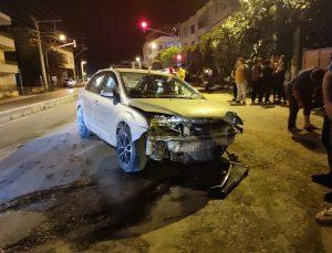 Kontrolden çıkan otomobil 2 evin bahçe duvarına çarptı: 1 yaralı