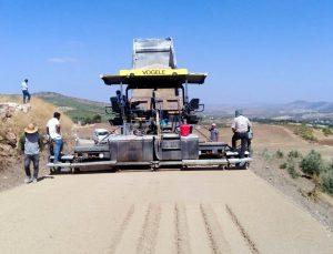 Köy yollarının yapımı tam gaz sürüyor