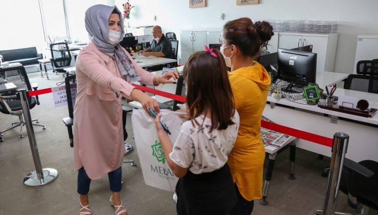 Meram'da ihtiyaç sahibi ailelerin çocuklarına kırtasiye desteği