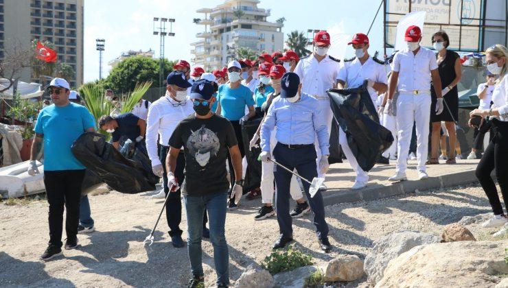 Mersin'de kıyı temizliği etkinliği yapıldı