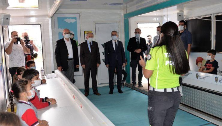 Mobil trafik eğitim tırı Bilecik'te