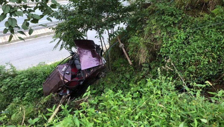 Rize'de araç şarampole yuvarlandı: 2 yaralı