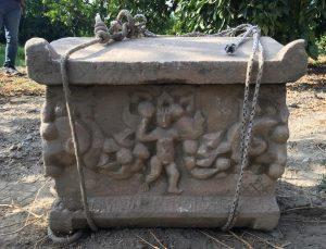 Roma dönemine ait lahdi satmaya çalışan şüphelilerden 2'si tutuklandı