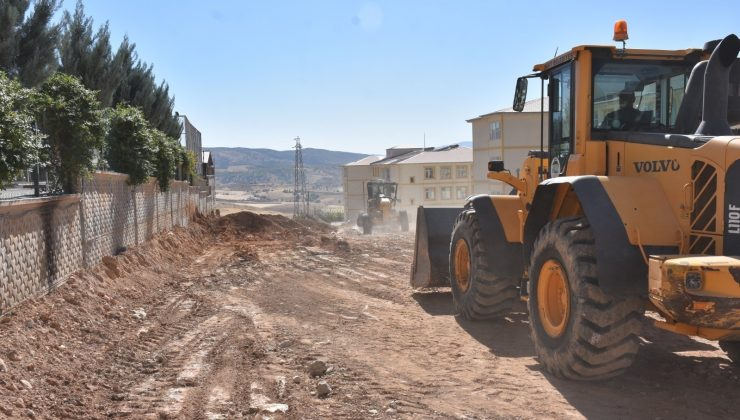 Siirt kent merkezinde yol genişletme ve kavşak çalışmaları devam ediyor