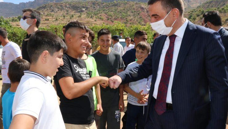 Siirt Valisi Hacıbektaşoğlu köy şenliğine katıldı