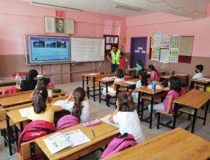 Siirt'te jandarmadan öğrencilere trafik eğitimi