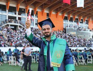 SUBÜ, 3 bin öğrencisini törenle uğurladı