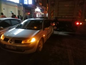 Konya'da kamyon otomobile çarptı