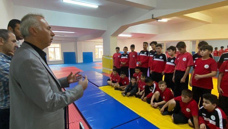 Başkan Öztürk sporcularla