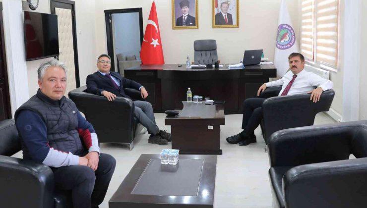 Bulduğu hastalığa ismi verilen beşinci Türk doktor olan Doç. Dr. Sedat Işıkay, Vali Sarıibrahim'i ziyaret etti