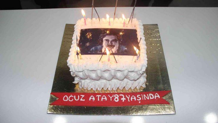 Oğuz Atay'ı doğum gününü, memleketinde pasta keserek kutladılar