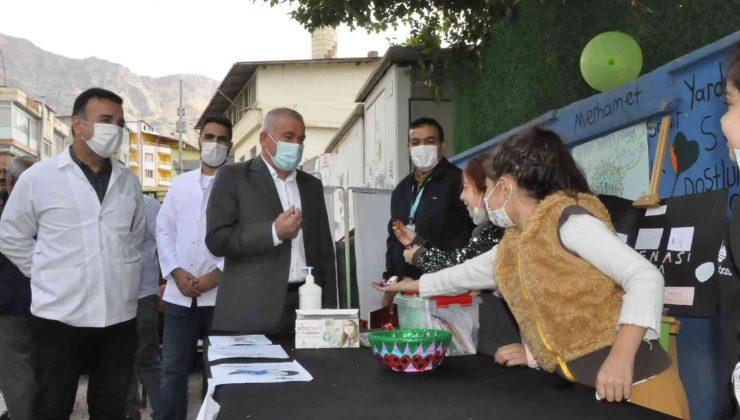 Okuldan uzak kalma korkusu yaşayan öğrenciler 'Aşı Ol' kampanyası başlattı