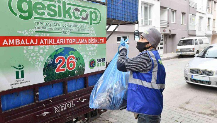 Tepebaşı'nda güvenle çalışan toplayıcılar 1 yılda 3 bin ton atık topladı